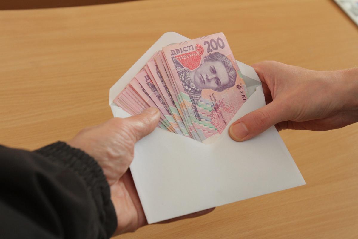 Почти половину всех зарплат украинцы получают в конверт / фото segodnya.ua