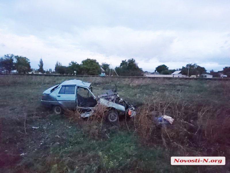 В Николаевской области поезд протаранил авто: есть жертвы