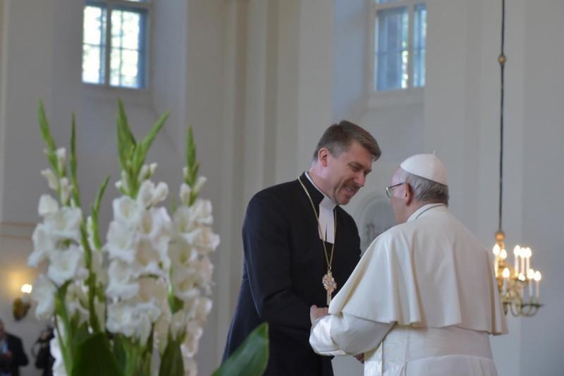 Папе Римскому подарили яблоню / sib-catholic.ru
