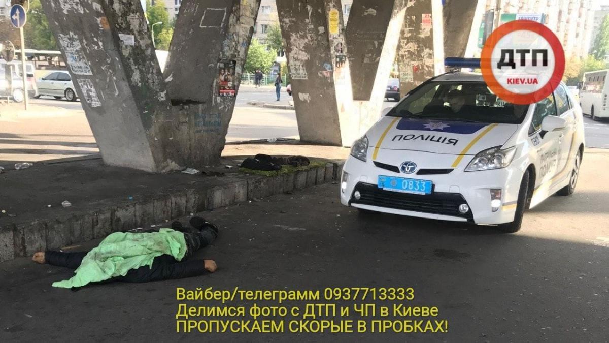 На Лесном массиве в Киеве обнаружили труп мужчины / фото dtp.kiev.ua