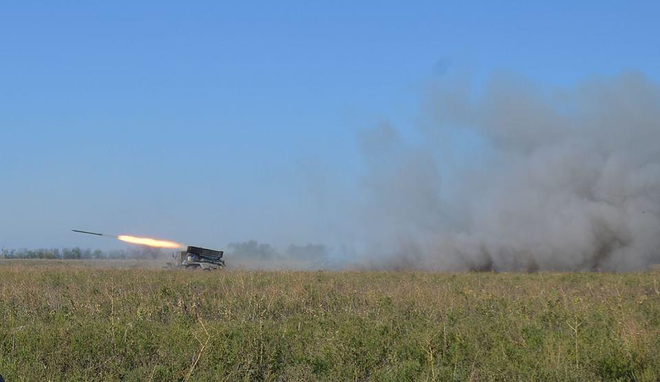 В результаті обстрілів постраждав один український військовий / фото прес-центр штабу ООС