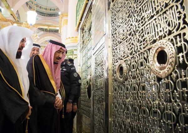 Король Саудовской Аравии посетил мечеть пророка в Медине/ islam-today.ru