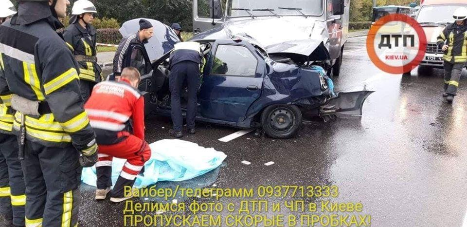 Водій таксі не впорався з керуванням / facebook.com/dtp.kiev.ua/