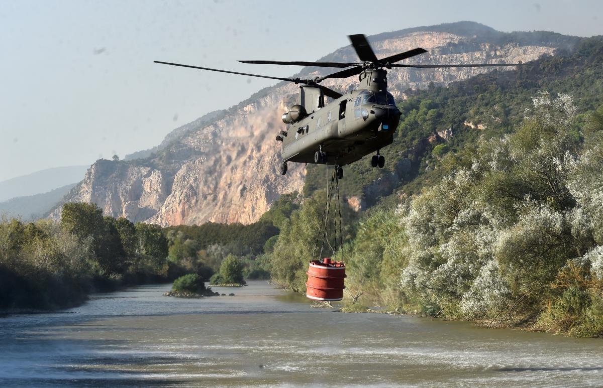 В Италии продолжают тушить лесной пожар / REUTERS
