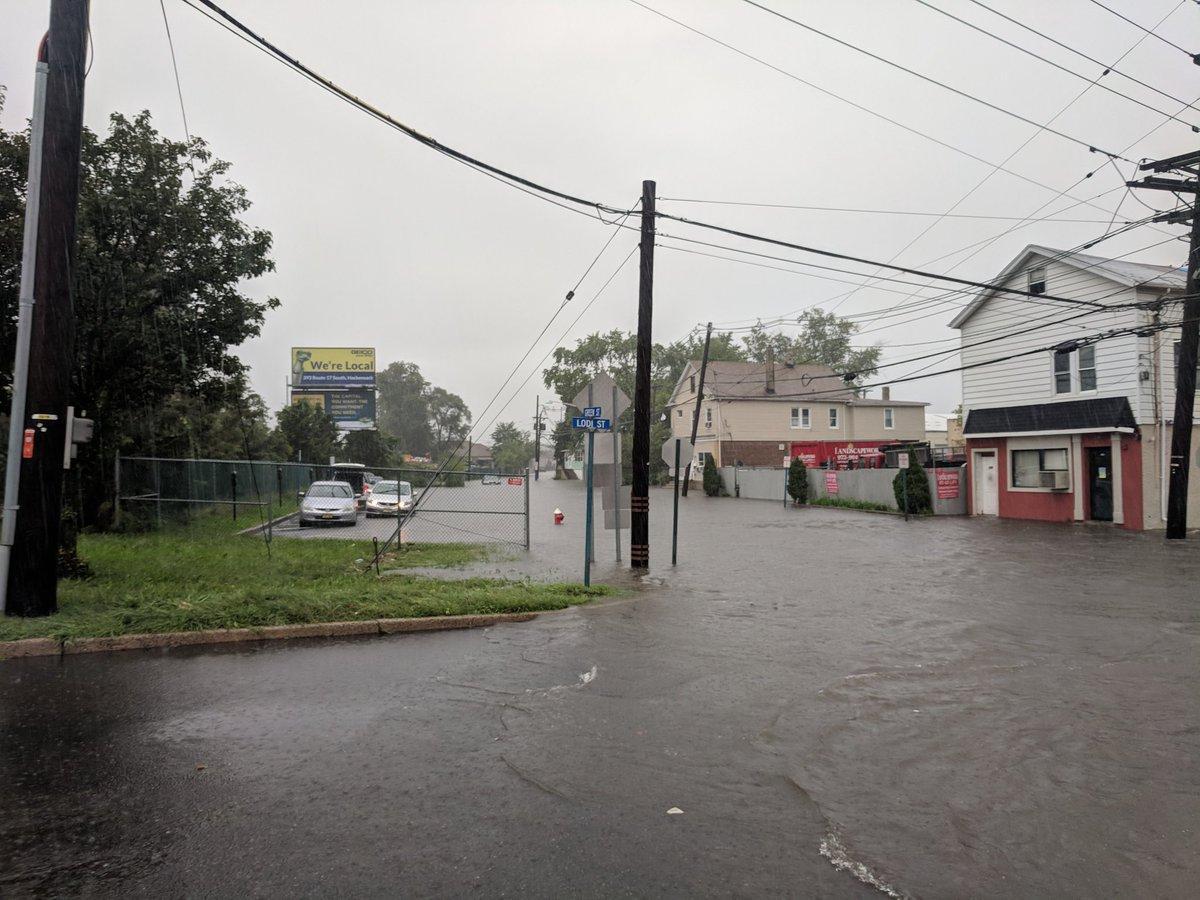Сильные дожди затопили северо-запад США / twitter.com/HackensackFDNJ