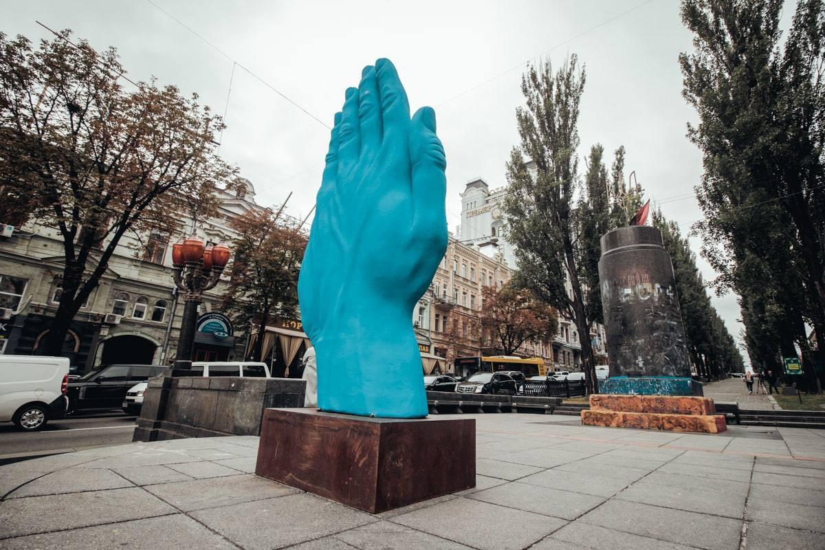 """Об'єкт був створений румунським скульптором Богданом Раци / """"Інформатор"""""""