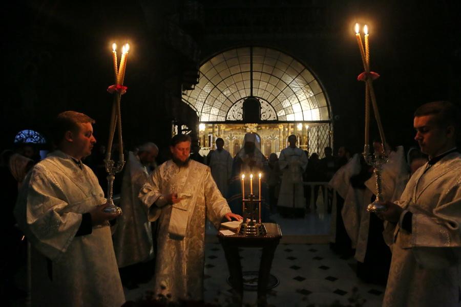 Митрополит Павел совершил панихиду по усопшим однокурсниками / lavra.ua
