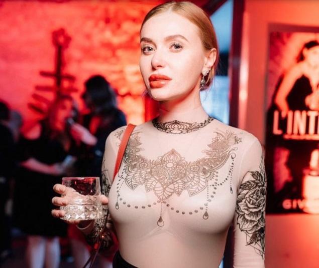 Слава Каминская похвасталась «голым» нарядом / Instagram