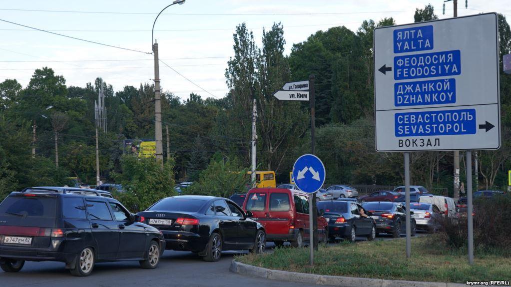 У бюджеті Криму не вистачає грошей на ремонт доріг / фото krymr.com