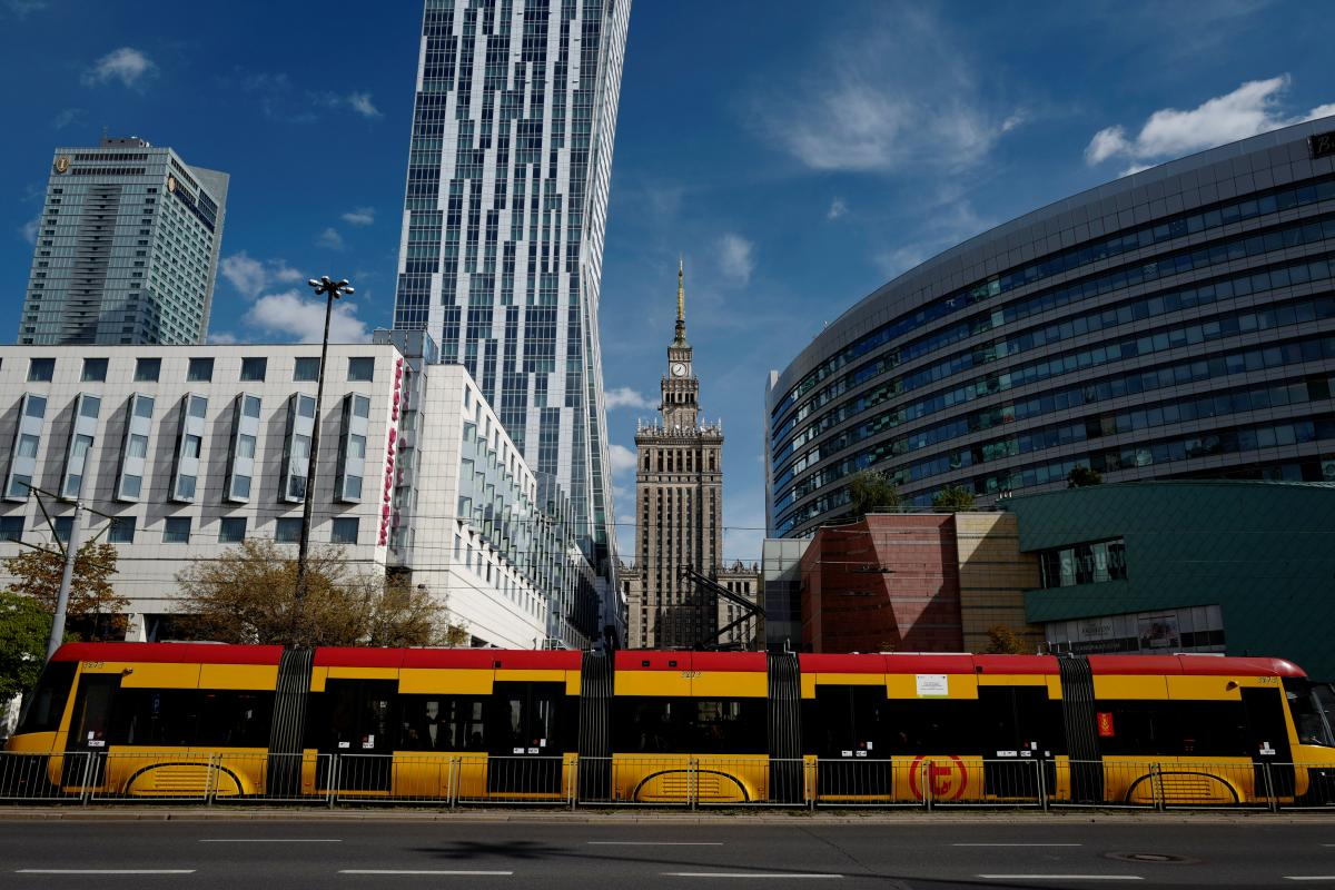 МАУ снова начнет летать в Варшаву / иллюстрация REUTERS
