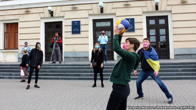 В Запорожье состоялась акция «чистый воздух» / фото radiosvoboda.org