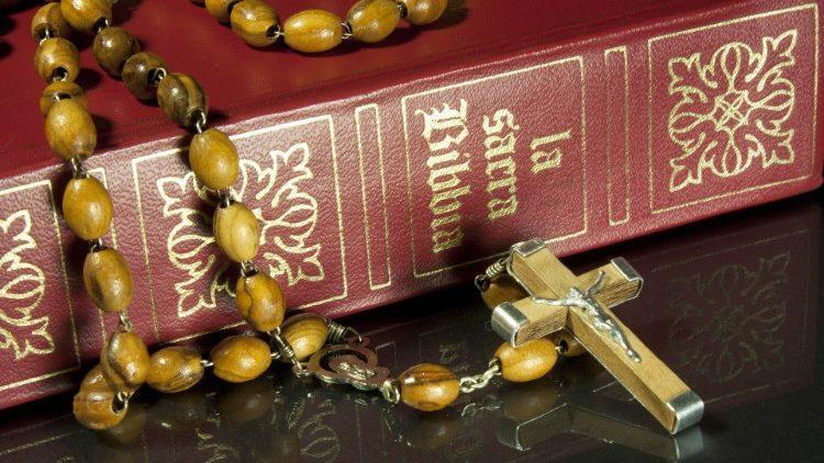 Папа Римский призвал молиться на четках за Церковь / vaticannews.va