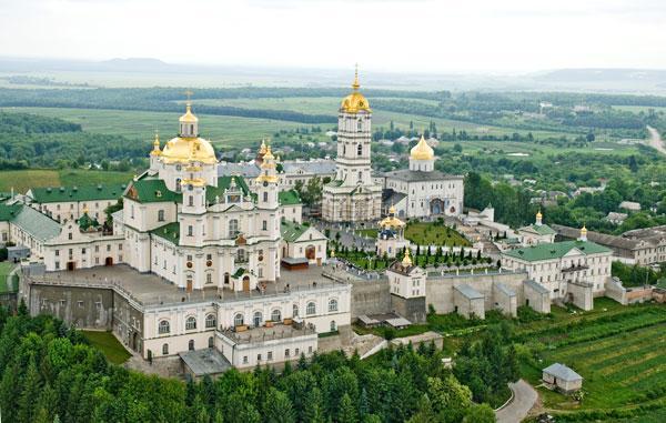 Намісник Почаївської лаври закликав вірян стати на захист обителі / pochaev.org.ua