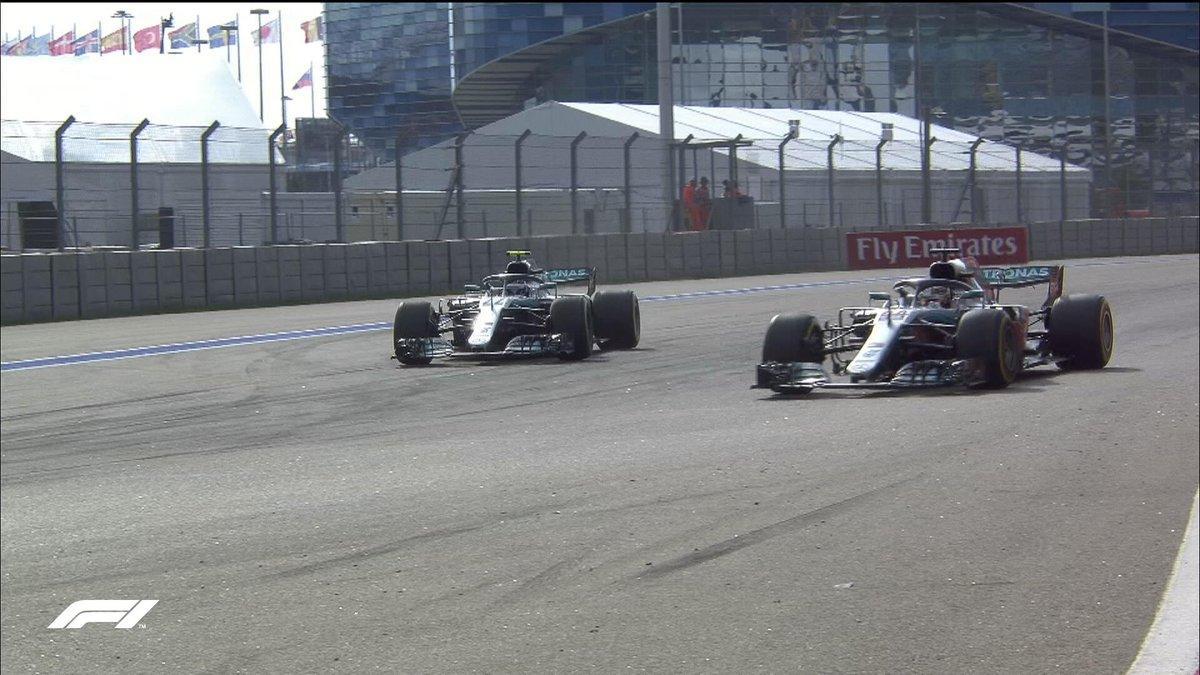 Хэмилтон выиграл гонку Гран-при России лишь только после того как Боттас умышленно пропустил его вперед