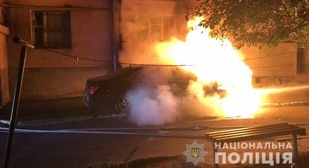 У Рівному невідомі минулої ночі підпалили автомобіль депутата міськради  (фото) (18.99 22) 76171da75d034