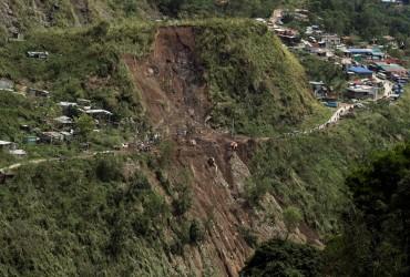 """Число жертв тайфуну """"Мангхут"""" на Філіппінах зросло до 66 людей"""