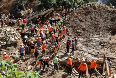 """Больше 80 человек погибли на Филиппинах из-за тайфуна """"Мангхут"""""""