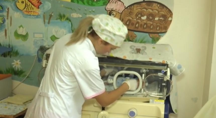 Усе тіло в синцях: з'явилися подробиці про стан новонародженого, підкинутого до лікарні на Миколаївщині (відео)