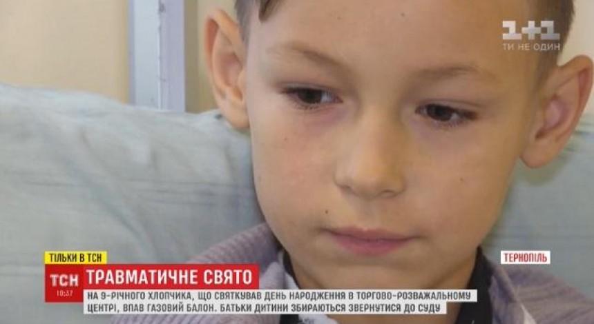 В Тернополе в торговом центре на школьника упал баллон с газом (видео)