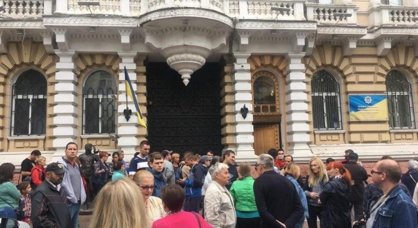 Нападение на активиста Михайлика: в Одессе люди вышли на протест (фото, видео)