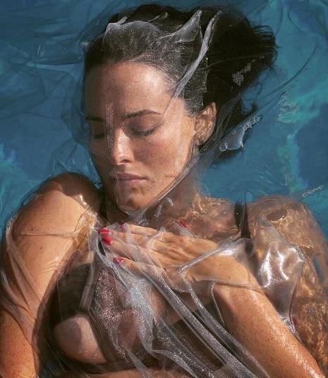 """Певица """"засветила грудь"""" / фото instagram.com/da_astafieva"""