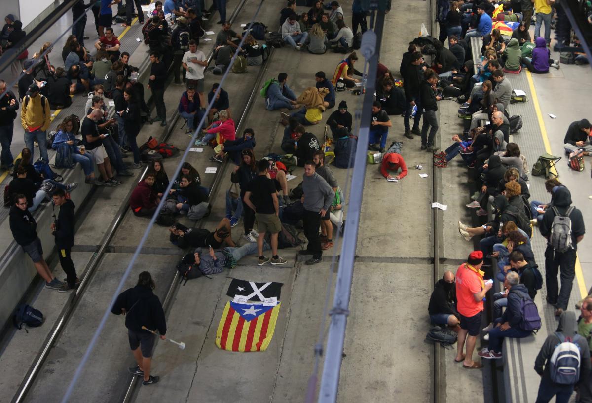 Перекрыты дороги в Барселоне, Жироне и Таррагоне / REUTERS