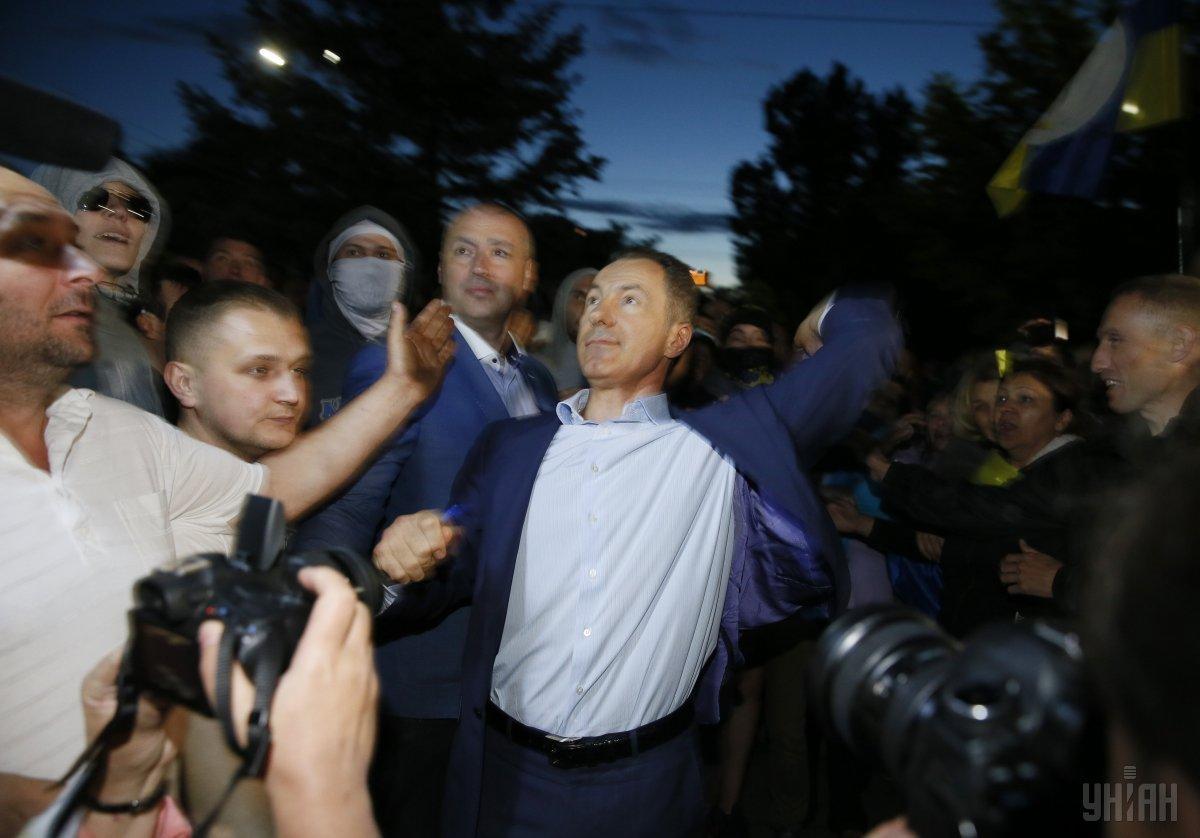 Рудьковский (в центре - Ред.) у здания посольства РФ в Киеве 14 июня 2014 года / фото УНИАН