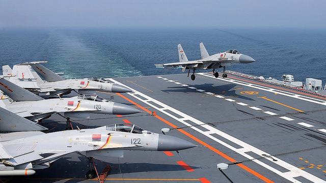 Россия злорадствует, что Китай без лицензии скопировал Су-33 и теперь эти самолеты падают / Flickr/Ian J McC
