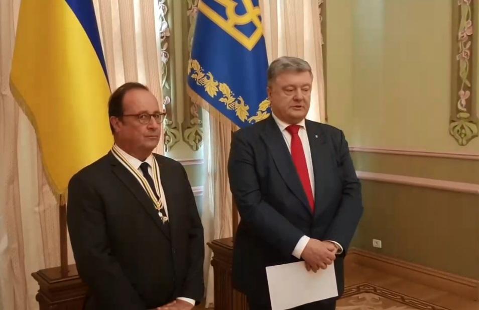 Порошенко наградил Олланда орденом / Скриншот - Facebook, Петро Порошенко