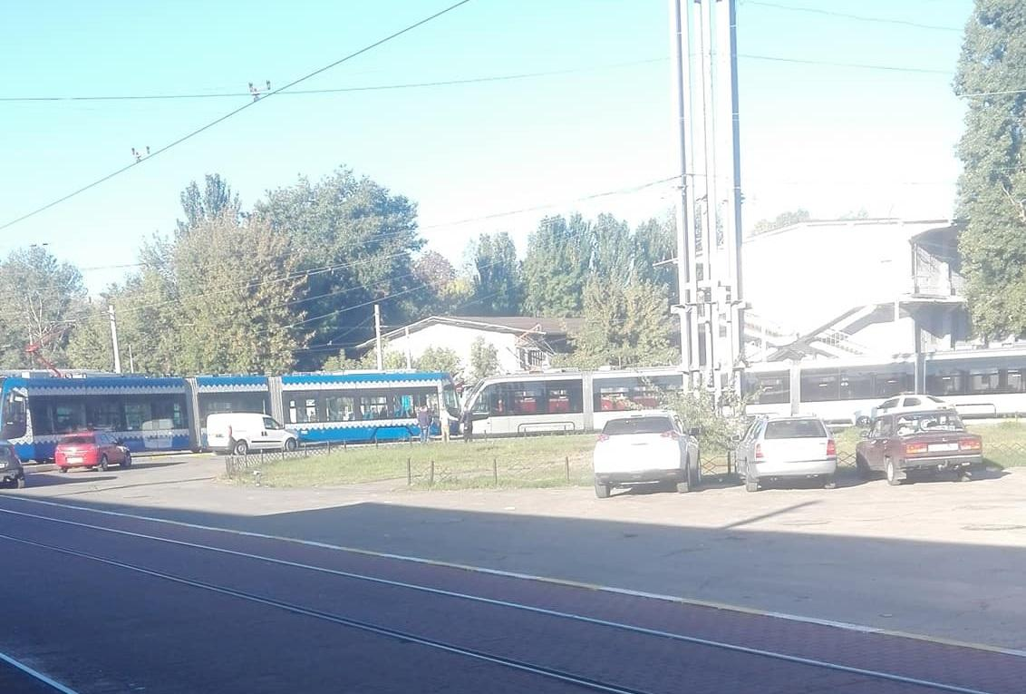 """Инцидент произошел на разворотном кольце конечной станции """"Старовокзальная"""" / фото Facebook: Оксана Мирошник"""