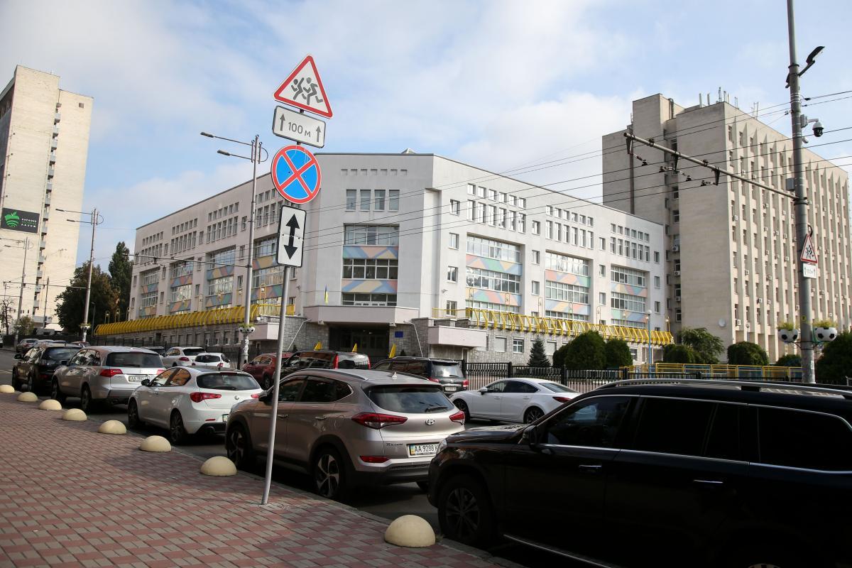 Инспекторы с парковки начали штрафовать автомобилистов / фото УНИАН