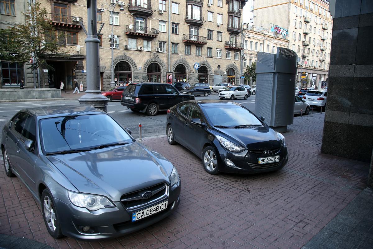 В I зоне стоимость 1 часа парковки составит 35 грн / фото УНИАН Владимир Гонтар
