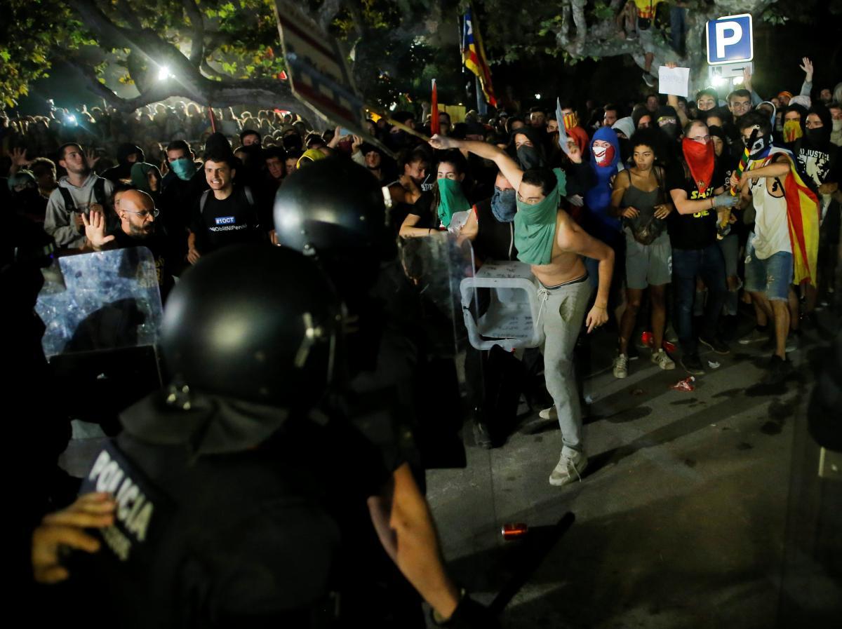 Столкновения в Барселоне 1 октября / REUTERS