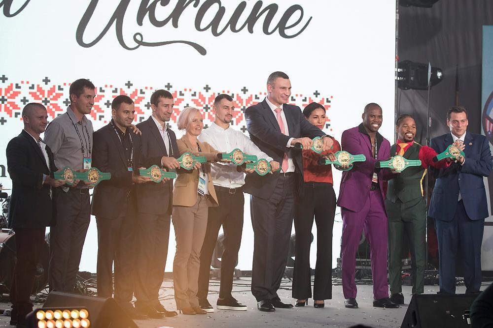 На конгресі WBC зібрали 200 тисяч доларів на облаштування боксерського залу в Маріуполі / kyivcity.gov.ua