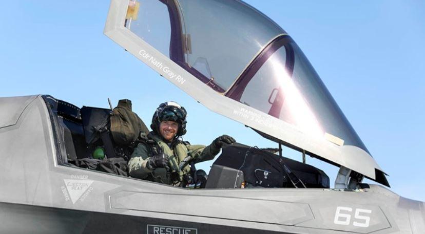 Летчик Нейтан Грей стал первым пилотом, посадившим F-35 на новейший британский авианосец / royalnavy.mod.uk
