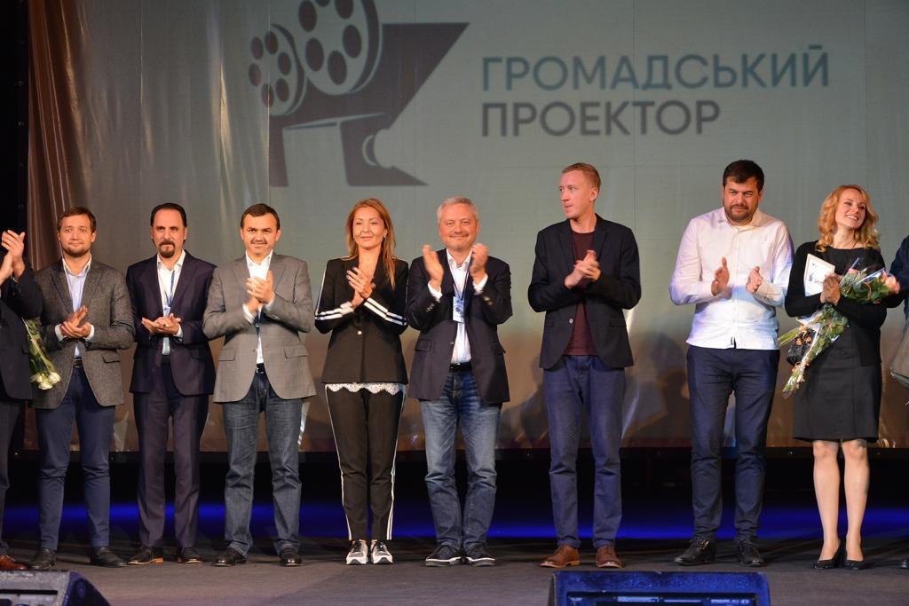 Ігорь Янковский (в центре) и победители фестиваля