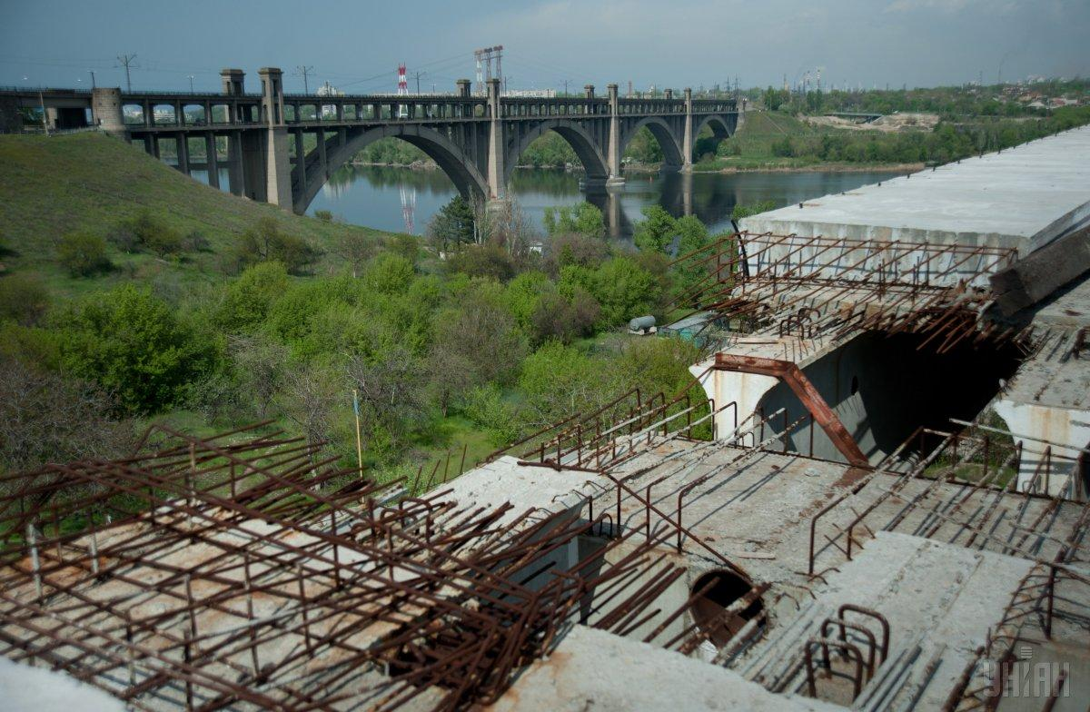 В Запорожье восьмиклассница прыгнула с моста в Днепр / фото УНИАН