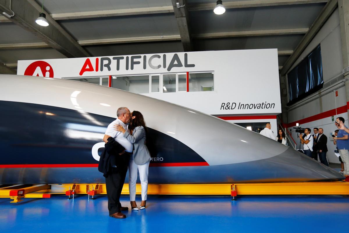 Прототип свехскоростного поезда Hyperloop представили вИспании