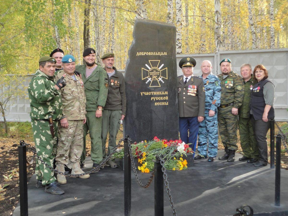 Памятный знак скопирован с эмблемы Сухопутных войск ВСУ / фото t.me/juchkovsky
