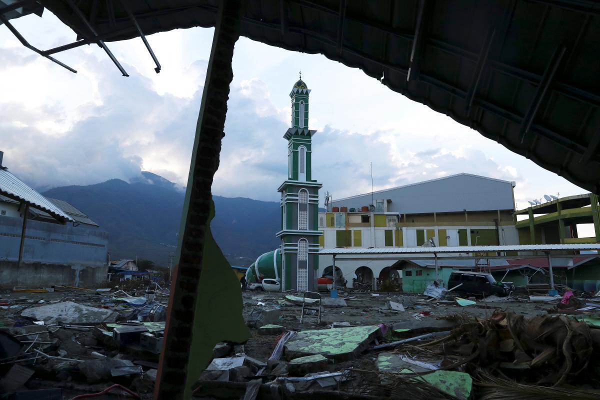Землетрясение разрушило город Палу / REUTERS