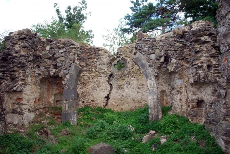 Исследователи предполагают, что церковь неоднократно грабили черные археологи / istoria.ko.net.ua