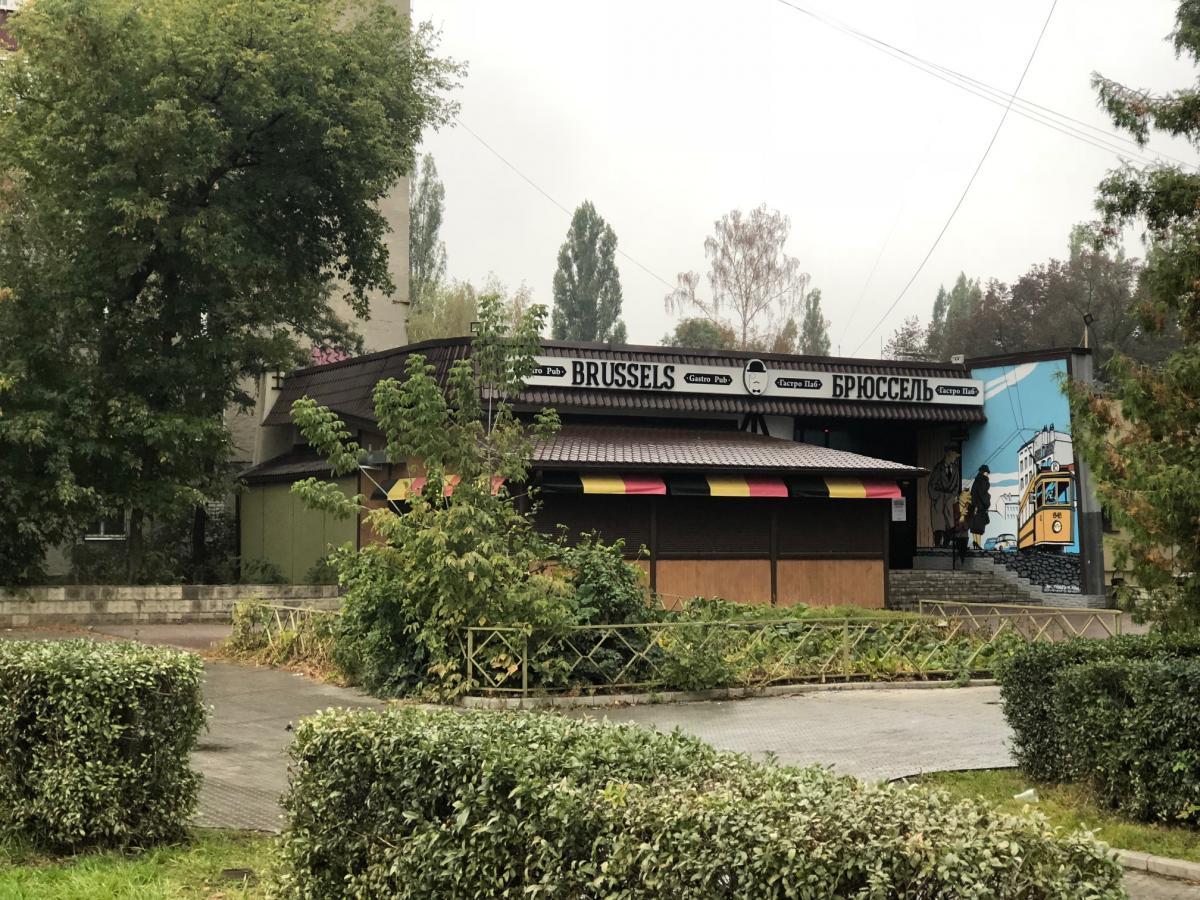 Местные бары почему-то названы столицами стран агрессивного блока НАТО / фото Роман Цимбалюк