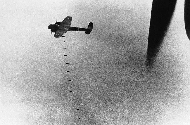 Британские бомбардировщики могли нести на борту до 11 тонн бомб / Flickr/History Views