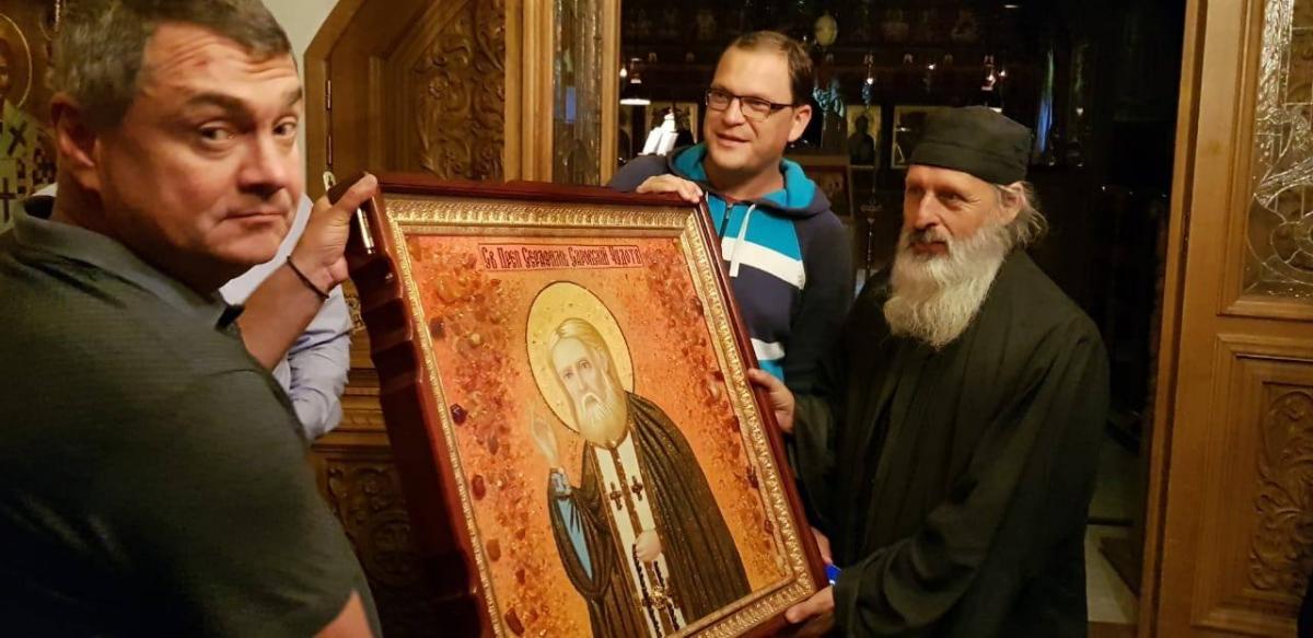Паломники з України подарували афонським монахам ікону / athos-ukraine.com
