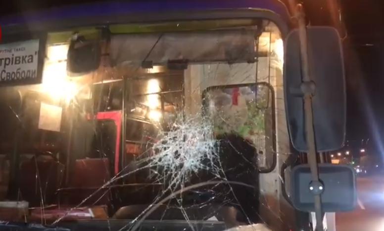 У Києві чоловік відлупцював маршрутку / скріншот