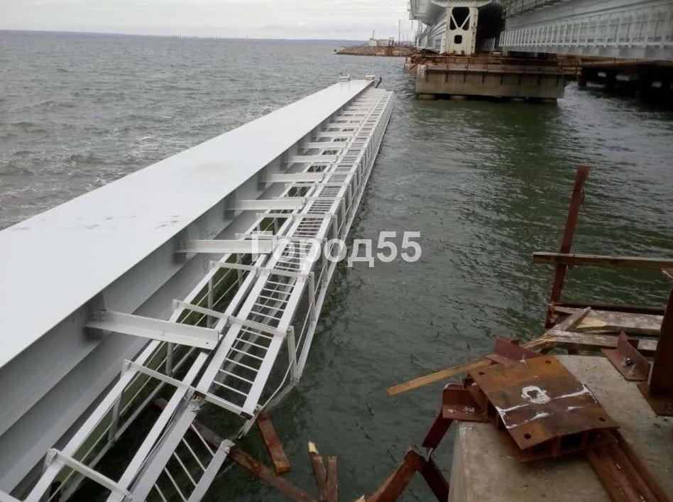 """Раніше у воду впав проліт Кримського моста / фото """"Місто 55"""""""