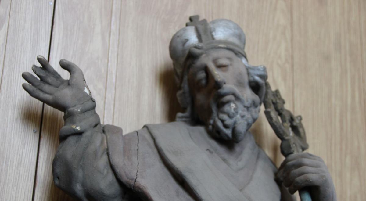 Під час ремонту церкви на Львівщині знайшли давні сакральні предмети кінця XVIII-XIX століть / radiosvoboda.org