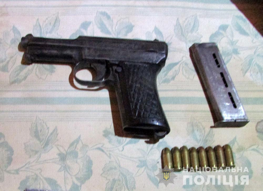 Вдома у зловмисників знайшли зброю / поліція Полтавської області