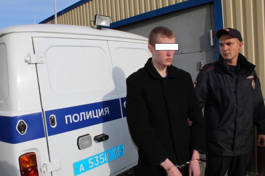 Вранці того ж дня підозрюваний сам з'явився у відділ поліції / e1.ru