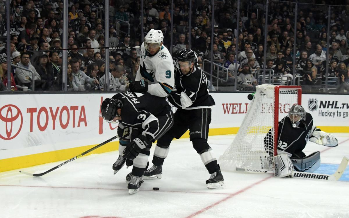 Кінг програли Шаркс на старті нового сезону Національної хокейної ліги / Reuters